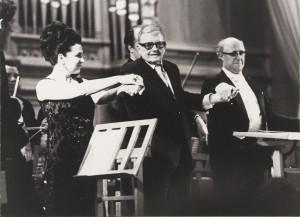 Вишневская Шостакович Ростропович после исполнени 14 симфонии Шостаковича 15 февраля 1973 г Большой зал Московской консерватории