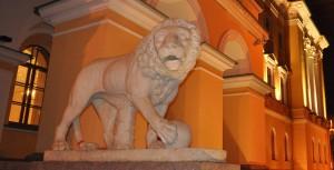 лев у домаЛобанова-Ростовского