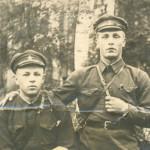 Лейтенант Михаил Иванович Калясин с другом на фронте 1941-945 гг.