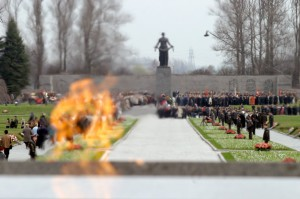 Вечный огонь Пискаревское кладбище