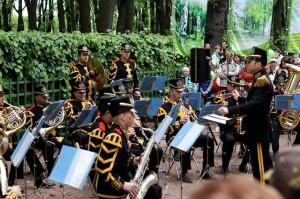 Оркестр в Летнем саду -L-9RemaZ